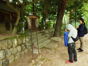 途中、阿智神社と湯谷権現を参拝して、インターンシップの成功を祈願しました。